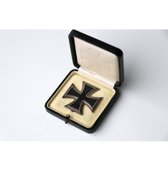 Iron cross 1st class by Klein & Quenzer, early variant in black box