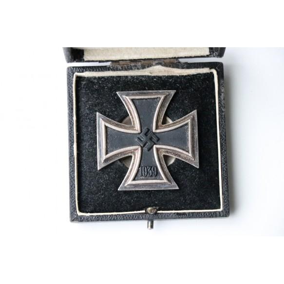 Iron cross 1st class by E. Ferd. Wiedmann, screwback + LDO case