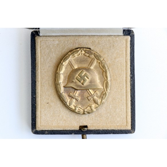 Wound badge in gold by B.H. Mayer + box with maker mark!!