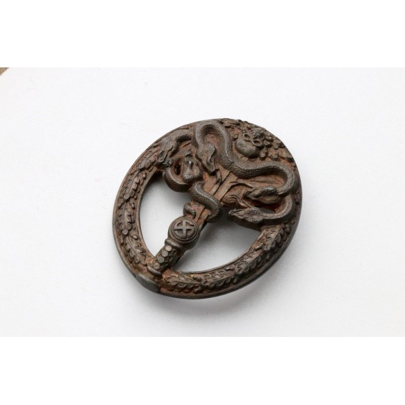 Anti-partisan badge in bronze by C.E. Juncker