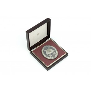 Wound badge in silver by Grossmann & Co + box