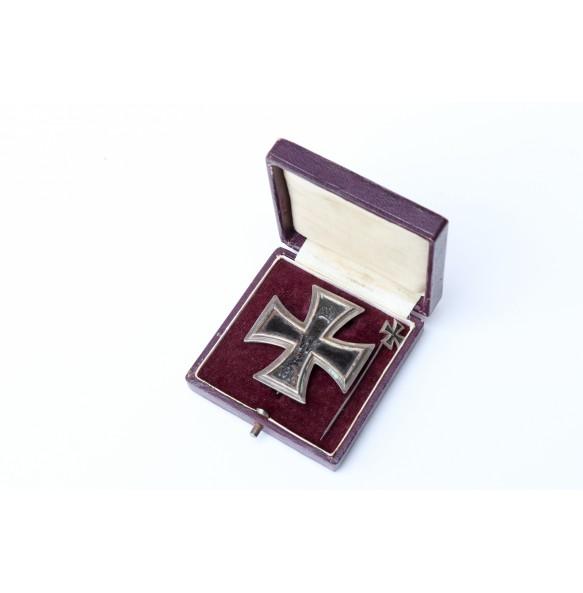 "WW1 Iron cross 1st class by ""KO"" + miniature + box"