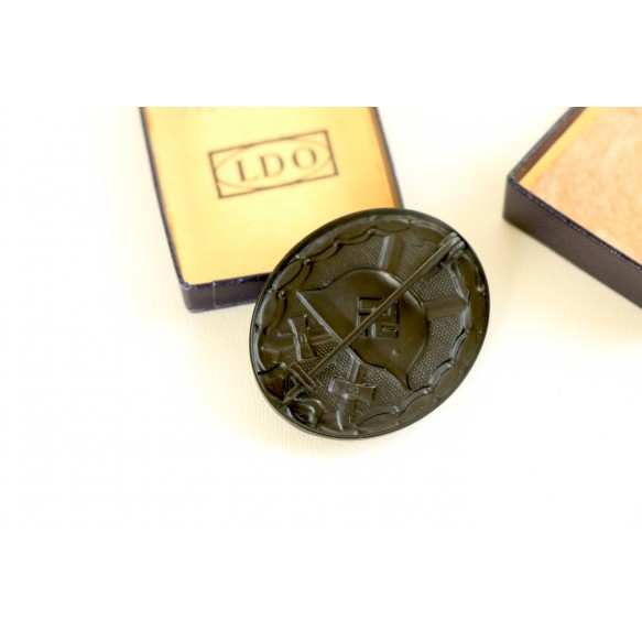 "Wound badge in black by Foerster & Barth ""L/21"" + LDO box"