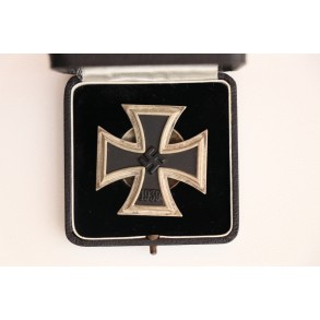"Iron cross 1st class by P. Meybauer screwback ""L/13"" + early LDO case"