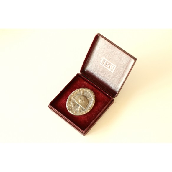 Wound badge in silver by Steinhauer & Luck + LDO red box