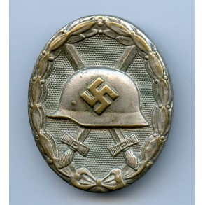"""Wound Badge in silver by Hymmen & Co """"L/53"""""""