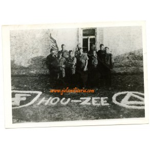 "Press photo Flemish NSKK member posing ""Hou-Zee"""