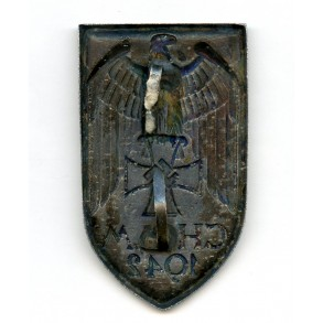 Cholm shield, cupal variant, two prongs