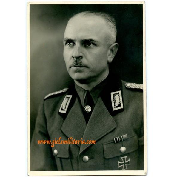 Portrait RAD Oberarbeitsführer with party pin in wear