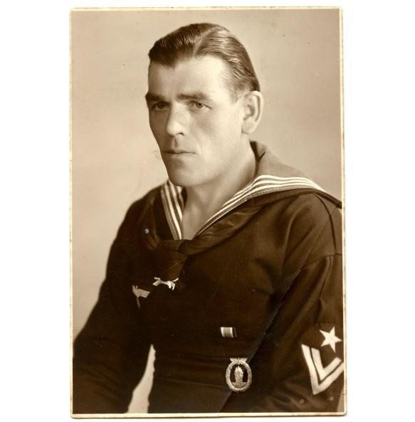 Portrait Kriegsmarine sailor with minesweeper badge and EK2