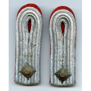 Artillery shoulder boards Oberleutnant