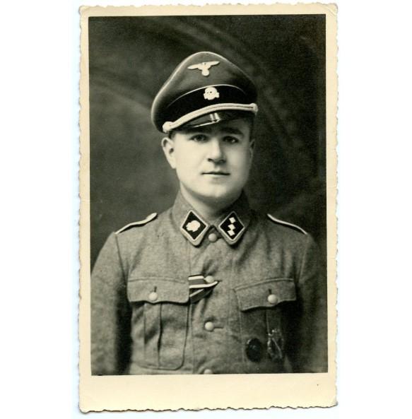 SS officer portrait photo SS untersturmführer