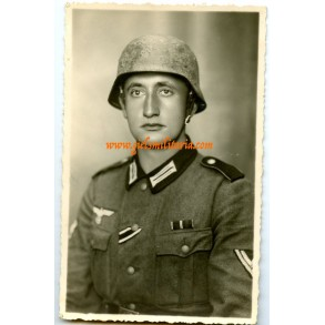 Portrait photo camouflage helmet