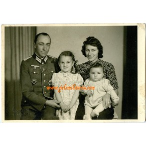 Portrait German Cross in Gold recipient and family