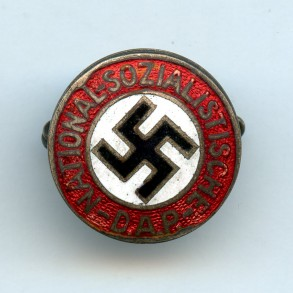 Party pin, early war small variant