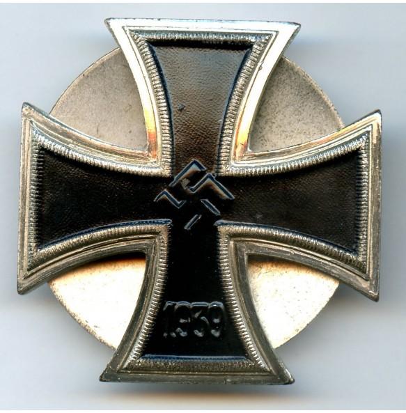 "Iron cross 1st class by O. Schickle ""schinkelform"" screwback"