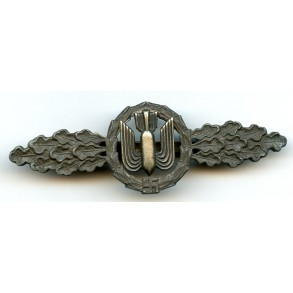 Luftwaffe bomber clasp in bronze by unknown maker