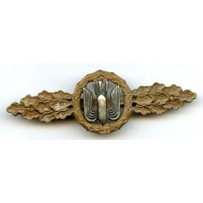 Luftwaffe bomber clasp in bronze by C.E. Juncker