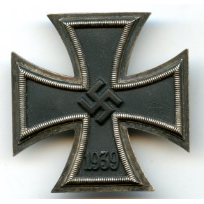 Iron cross 1st class by Klein & Quenzer, early war