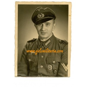 Portrait coastal artillery member with wound badge in black