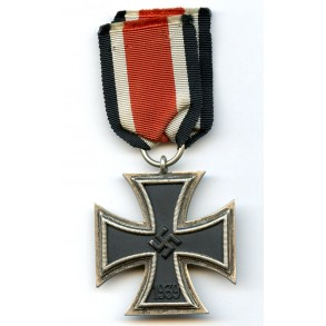 "Iron cross 2nd class ""long flaw frame"" variant"