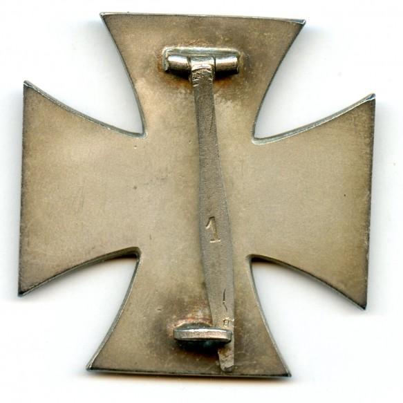 Iron cross 1st class by Deschler & Sohn + rare BLUE box