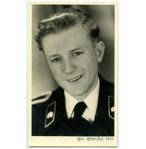 Portrait photo panzer crew member with black wrapper (2)