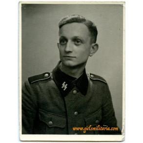 SS portrait for soldbuch / wehrpass 1941