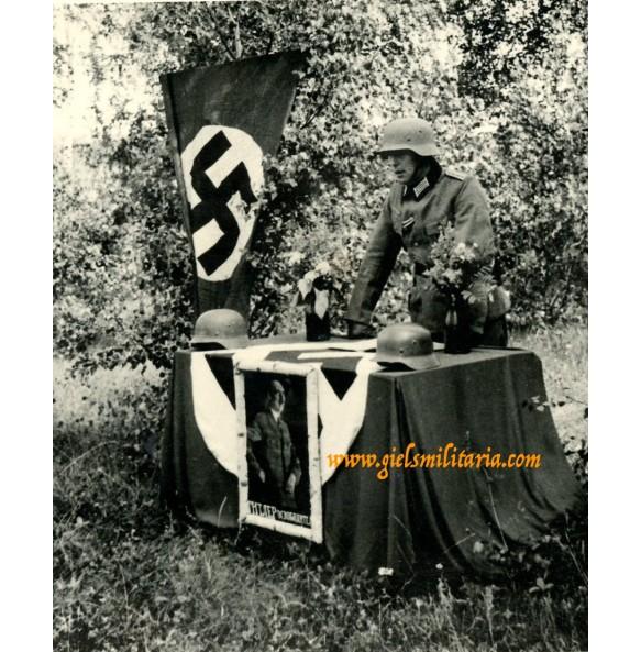 Private snapshot army propaganda post / oath swearing ceremony