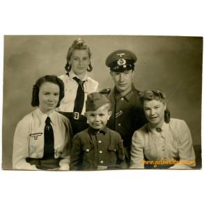 Portrait family in uniform (2)