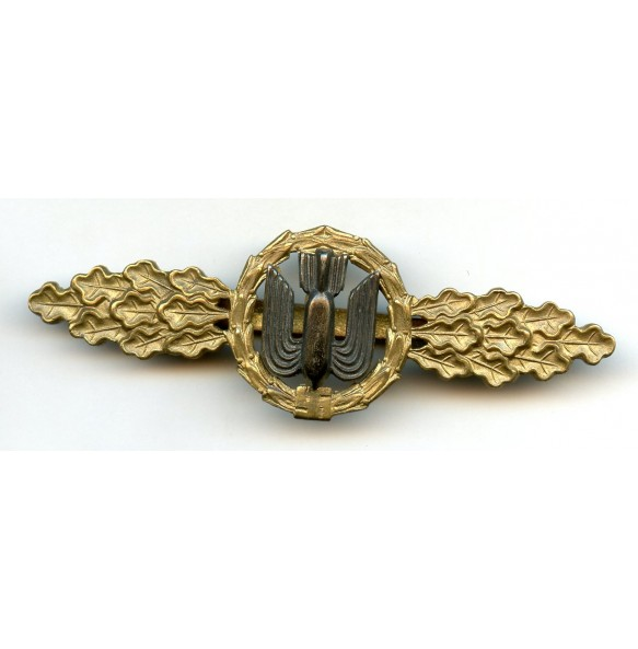 Luftwaffe bomber clasp in gold by P. Meybauer