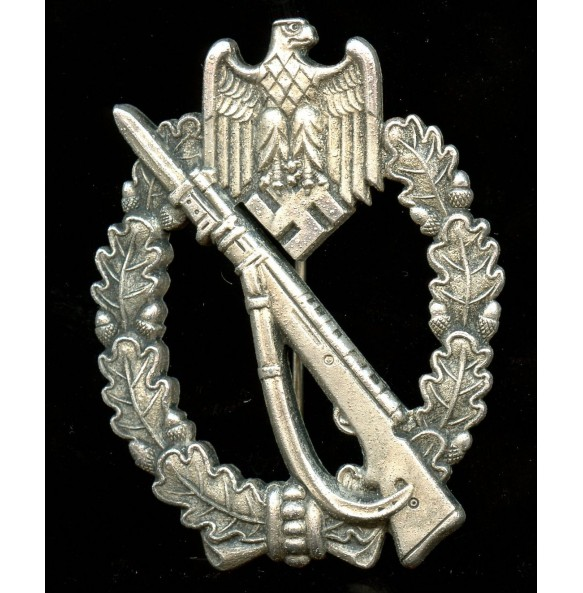 "Infantry Assault Badge in silver ""MK in triangle"""