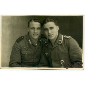 Portrait photo of 2 brothers