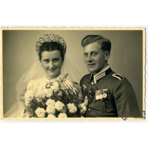 2 wedding portraits with medal bar in wear