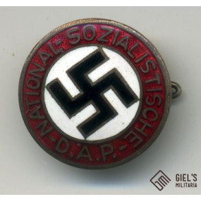 Party pin, early type