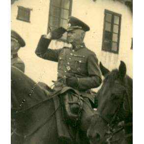 Private snapshot army generals on horse