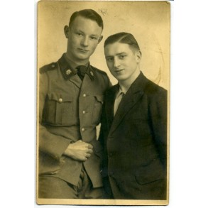 Portrait photo early member SS Totenkopf, double TK collar tabs