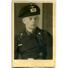 Portrait photo panzermann with black wrapper and panzer beret