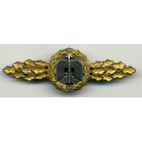 Luftwaffe fighter clasp in gold by C.E. Juncker