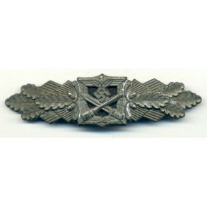 Close combat clasp in bronze by Funke & Brünninghaus