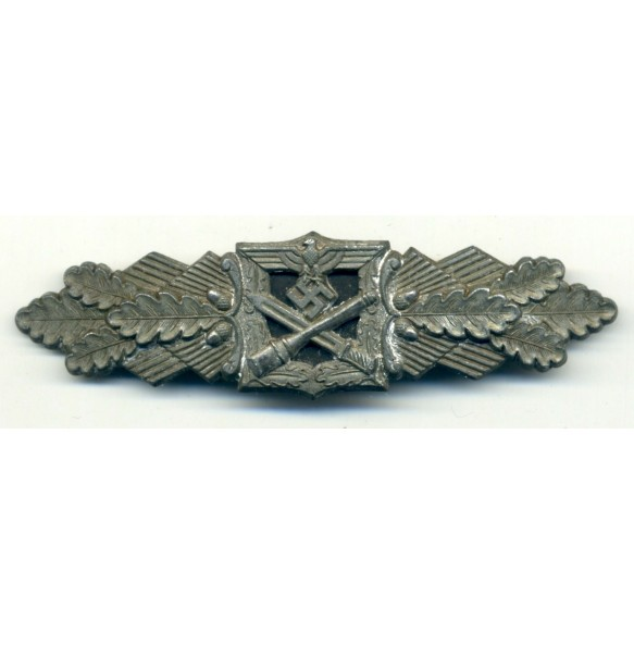 Close combat clasp in bronze by Funke & Brünninghaus