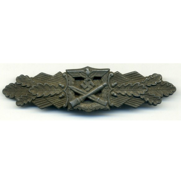Close Combat Clasp in bronze by F. Linden
