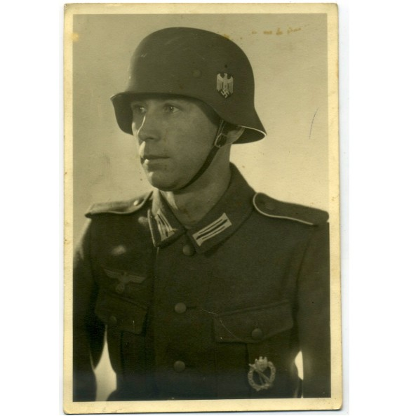Portrait photo Gefreiter with helmet