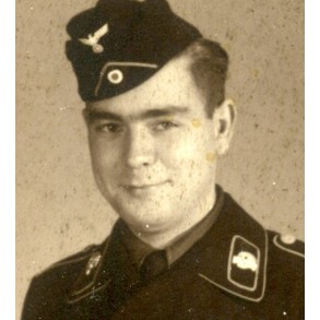 Portrait panzer crew member with SS skull tabs