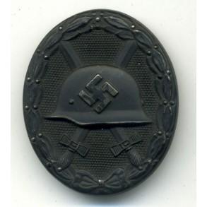 Wound Badge in Black by Klein & Quenzer, left maker mark