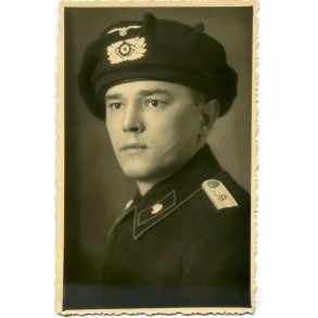 Portrait panzerjäger officer with black baret, Pz Rgt 6