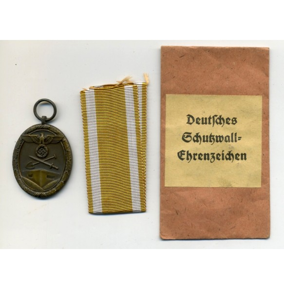 "Westwall medal by F. Orth ""L15"" + package"