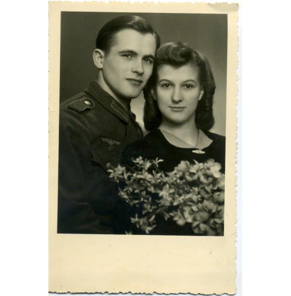 Portrait Wehrmacht soldier with girlfriend 1944