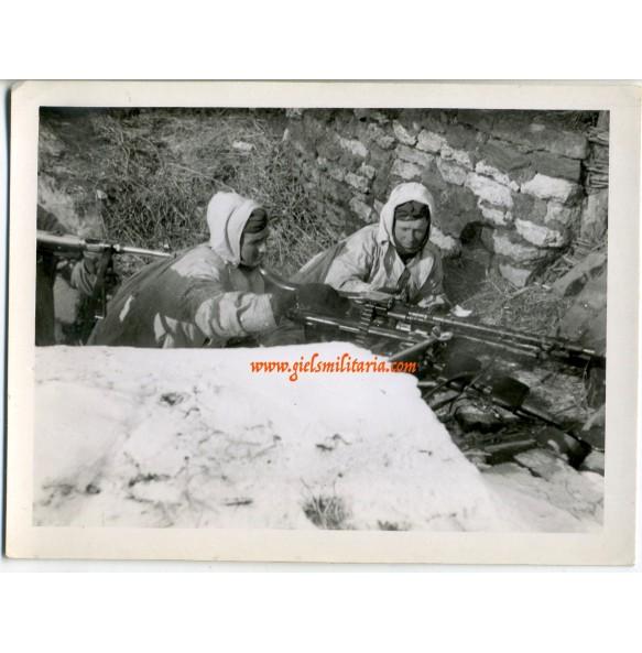 Private snapshot winter MG team (1)