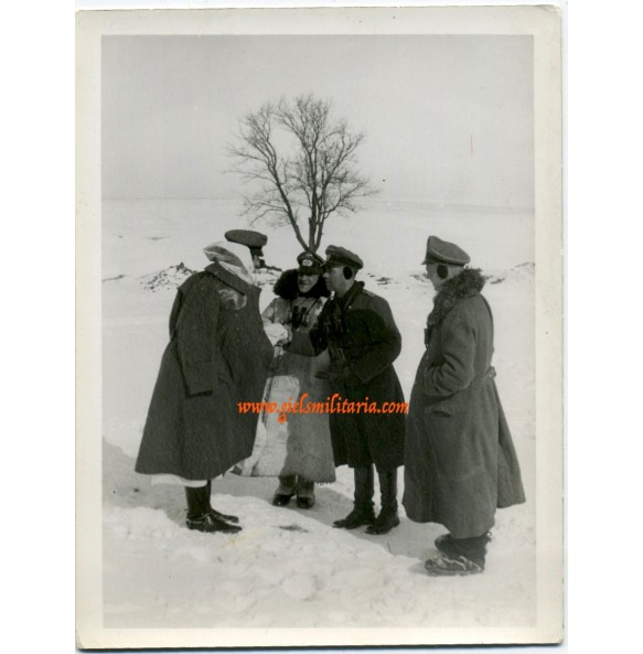 Private snapshot winter MG team officers (2)